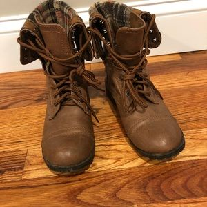 Lace up brown ankle boots w/plaid inside. Size 5.5